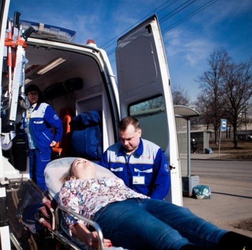 Перевозка больного с переломом шейки бедра