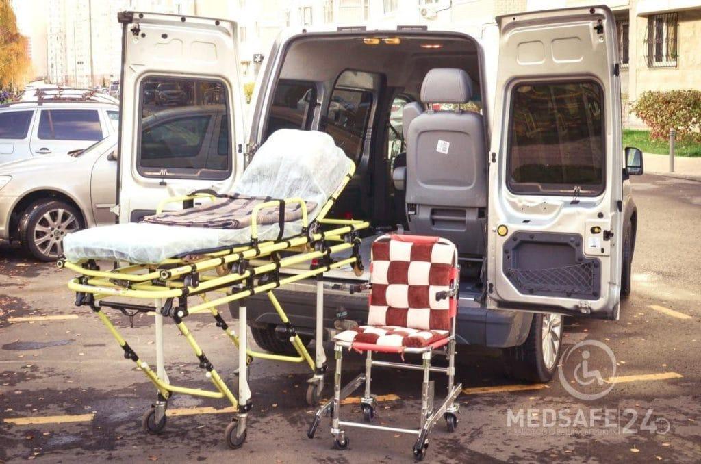 Как происходит доставка лежачего пациента от кровати до кровати?